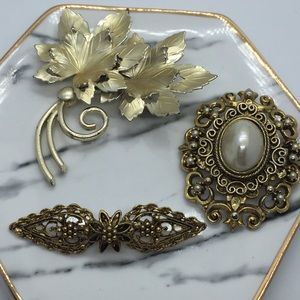 Lot of 3 Brooches ER47